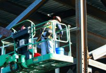 שומרים על סביבת עבודה בטוחה – בעזרת יועץ מוסמך