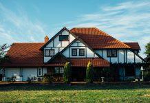 איך לשדרג את הבית באמצעות חלונות עץ מלא
